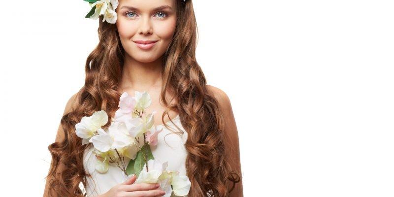 ragazza con fiore e vestito bianco centro di dimagrimento